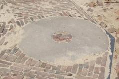 Molenweg 9, molensteen, locatie voormalige molen 'Crescendo'