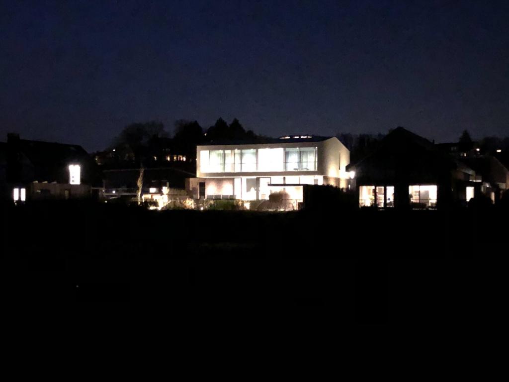 Nieuwe huizen in de wijk Vogelenzang.jpg